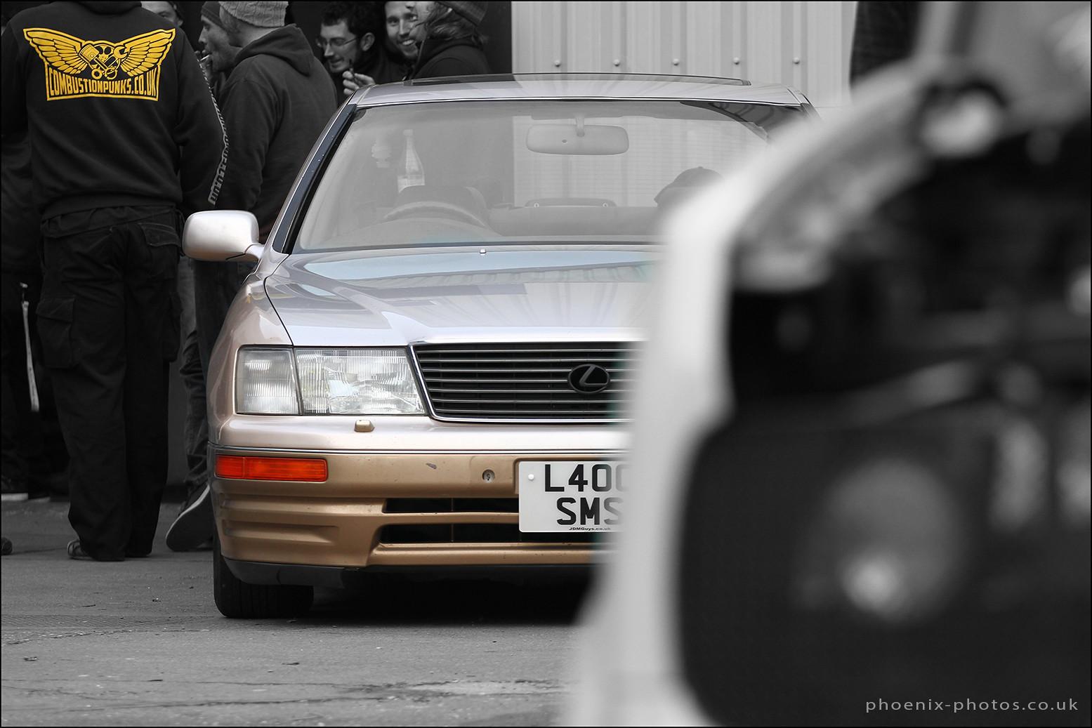 Lexus_r