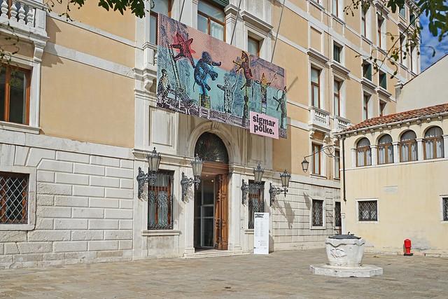 L'entrée du Palazzo Grassi (Venise)