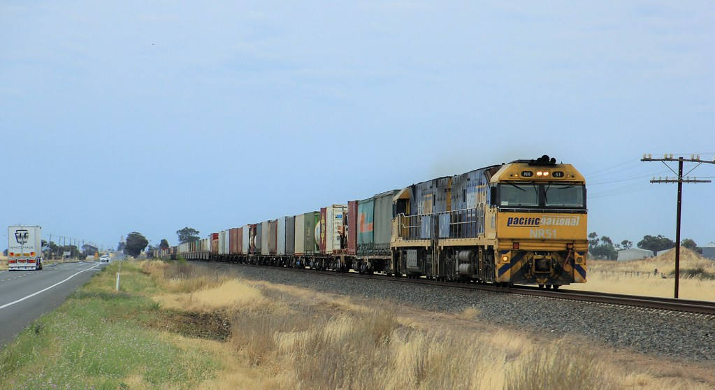 NR51 and NR88 pound the rails as they approach Horsham by bukk05