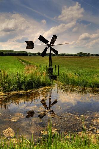 holland reflection netherlands windmill clouds canon landscape moulin photography eos cloudy nederland wolken paysage landschaft rik molen vlaardingen landschap 6d reflectie ef24105mmf4lisusm zuidbuurt tiggelhoven
