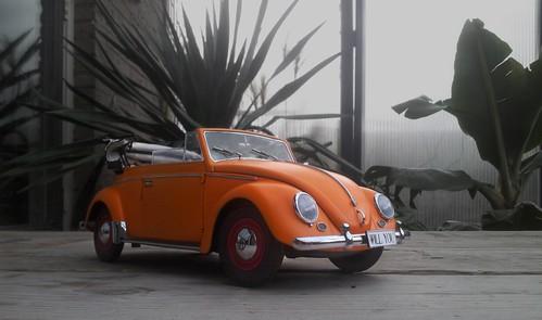 VW Beetle 1955 orange 1:12   by www.MODELCARWORKSHOP.nl