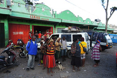Local people arriving from the countryside - Wamena, West Papua