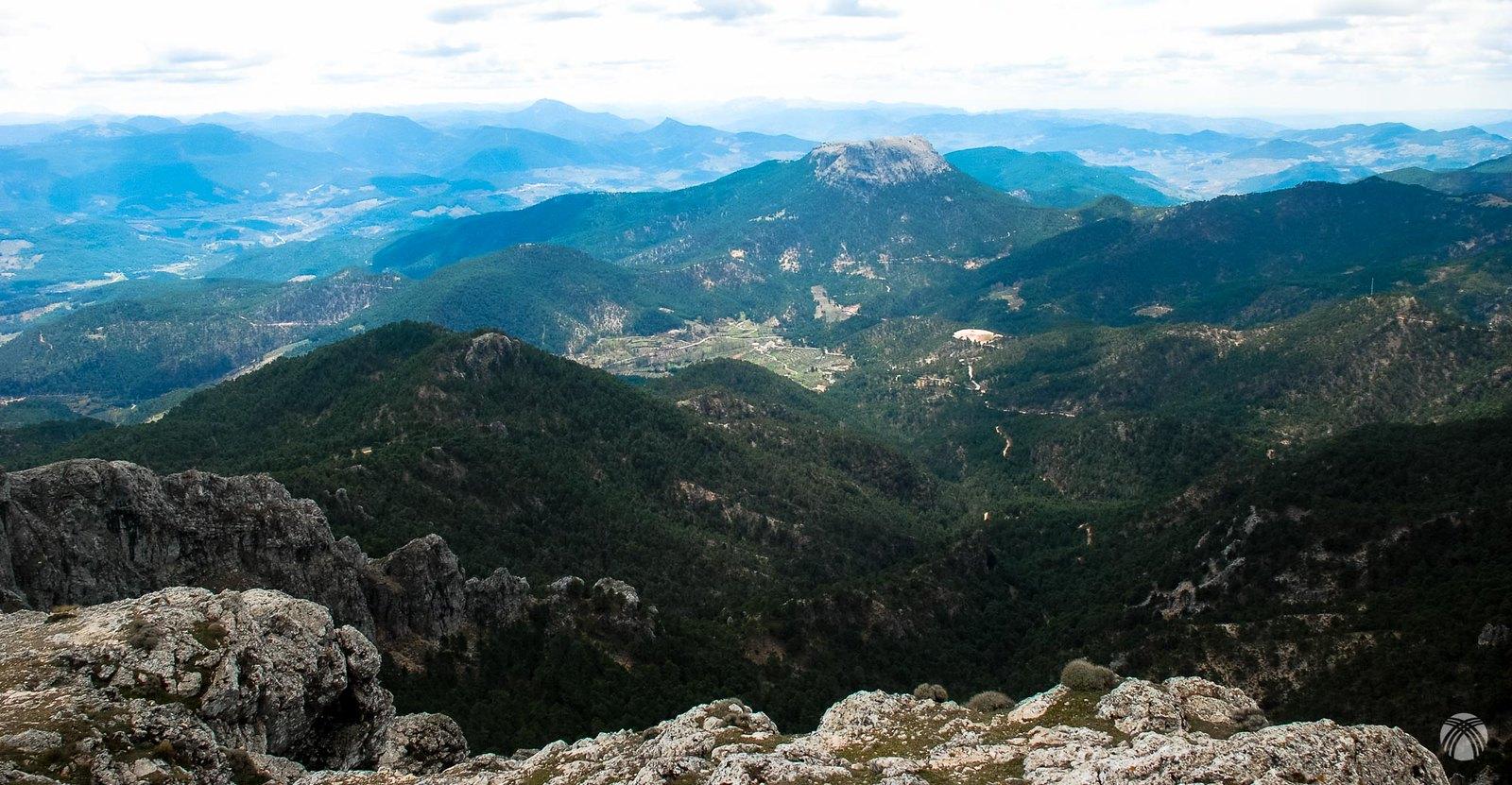Vistas hacia el Cambrón y la sierra de Segura