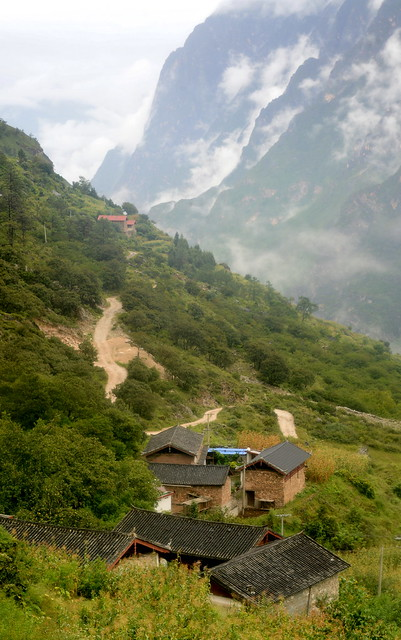 View North from Yacha village, Tiger Leaping Gorge (虎跳峡), Yunnan Province (云南省), China (中国)