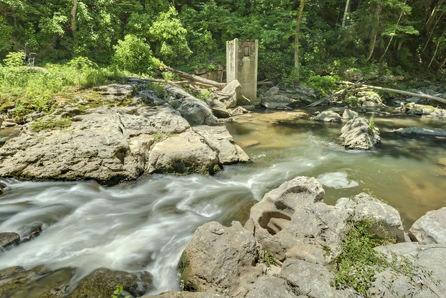 Abandoned structure, Roaring River, Overton County, Tennessee