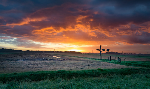 sky windmill sunrise fence polder dramaticsky hss middendelfland nederlandvandaag sliderssunday