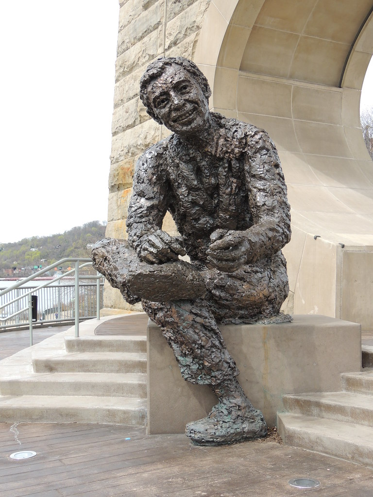 Fred Rogers April 15 2015 A Statue Dedicated To Fred R Flickr