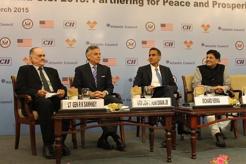 Lt. Gen. Ravi Sawhney, Distinguished Fellow, VIF; Gov. Jon Huntsman Jr; Richard Verma, US Ambassador to India; and Piyush Goyal, Minister of New and Renewable Energy at the dinner reception