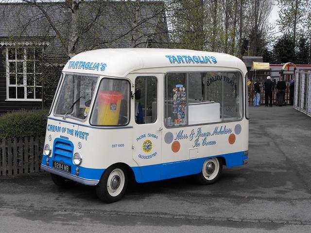 Morris Ice Cream Van - 9284 WB