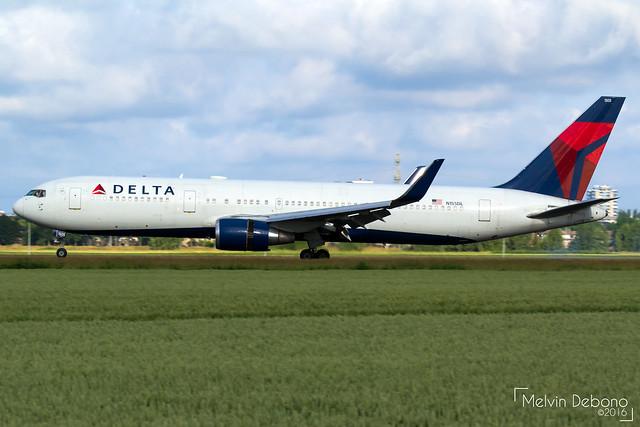 Delta Air Lines Boeing 767-3P6(ER)  |  N155DL  |  Amsterdam Schiphol - EHAM