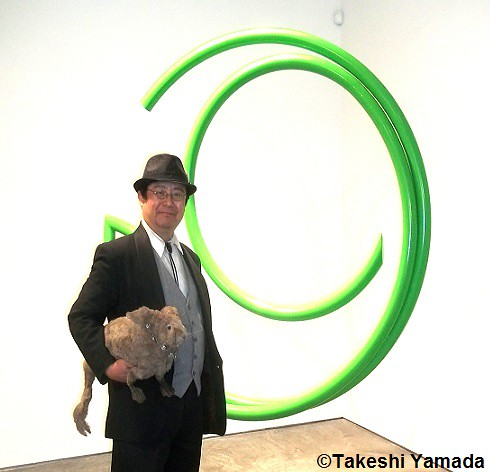 Dr. Takeshi Yamada and Seara (sea rabbit) visited the Chelsea Art Walk 2014 in Manhattan, NY on July 24, 2014.  20140724 100_3316===CC
