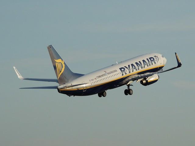 Ryanair Boeing 737-8AS EI-EBA departing Manchester, 7 August 2014