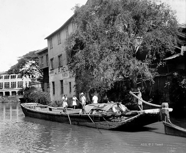 Casco boat pushed along with poles, Binondo, Manila, Philippines, June 1, 1934 b