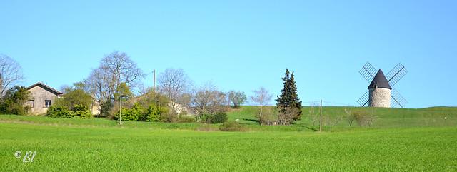 Là-haut là-haut sur la colline, le petit moulin