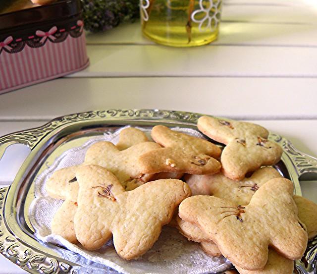 biscotti ai fiori di rosmarino