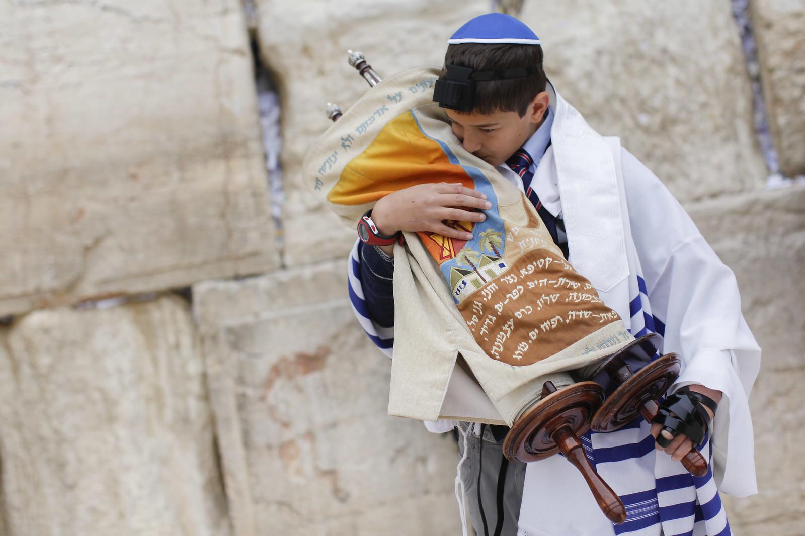 Bar Mitzvah 16_Jerusalem_9734_Yonatan Sindel_Flash 90_IMOT