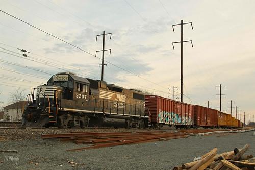 sunset train bristol ns trains amtrak local norfolksouthern geep emd gp382 operationlifesaver keystoner necorridor neregional