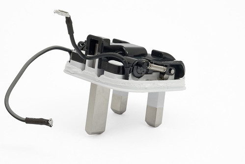apple-folding-uk-charger-box-folding-mech-perspective | by oliverst