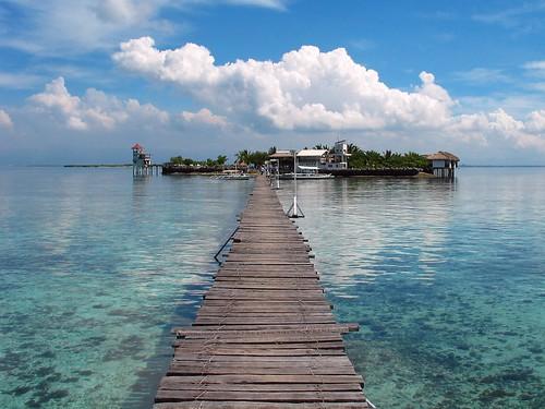 ocean bridge sea beach beautiful coral strand way island pacific footbridge path philippines cebu hopping visayas mactan islandhopping philippinen riff bluesea pazifik ozean nalusuan cebusugbo
