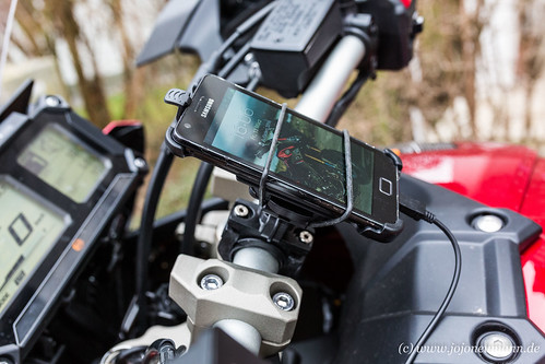 Yamaha MT 09 Tracer smartphone-2.jpg
