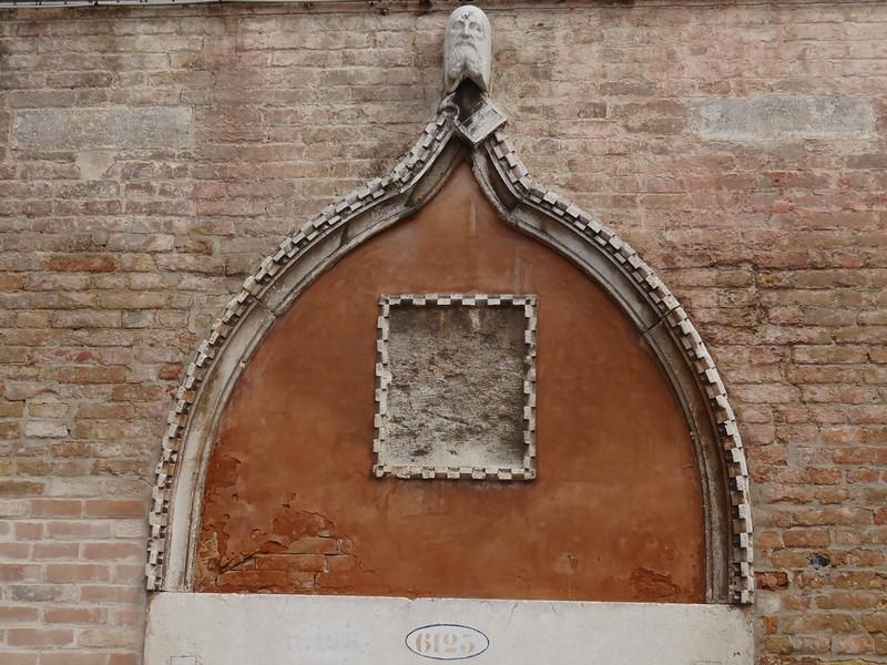 Die Nacht in Venedig ist still, wie das Grab, nun spiegelt und schwermutsvoll in der Flut sich, gotische Fenster, der schlanke und zierliche Bau war einst  beseelt von Gitarrenklang und fröhlichem Echo, oder von Siegsbotschaft, oder von Liebe zu schönen Frauen 00514
