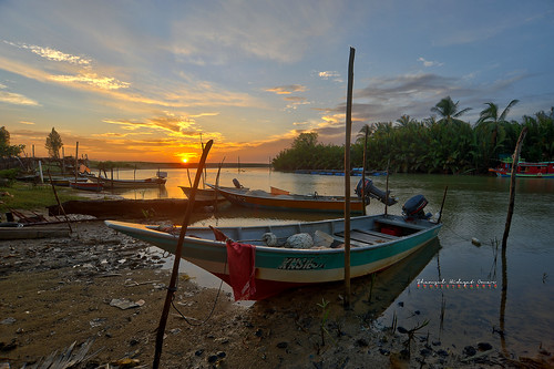 tourism sunrise river landscape photography boat high interesting fishing fisherman nikon scenery village dynamic places scene malaysia omar range hdr d3 pantai kelantan hidayat greatphotographers shamsul kundur photoengine oloneo