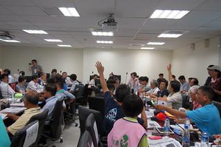 環保局規定會議現場不得錄影錄音,引起自救會和環團抗議。攝影:李育琴 | by TEIA - 台灣環境資訊協會