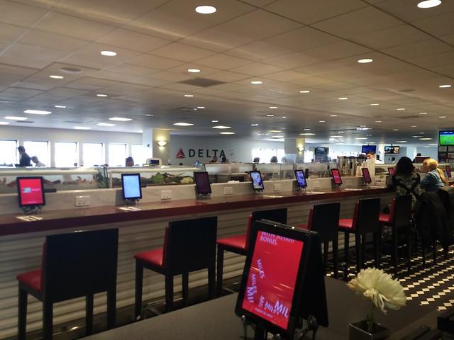 水, 2015-03-11 15:58 - DELTA terminal at La Guradia Airport