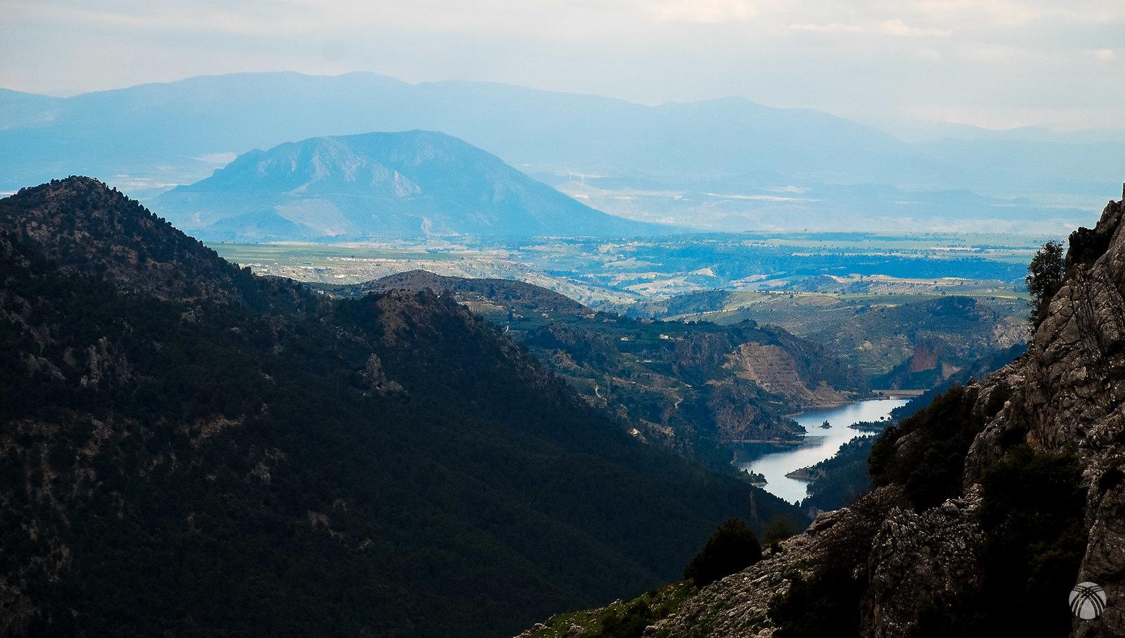 Vistas hacia el embalse del Portillo, el Jabalcón y la sierra de Baza