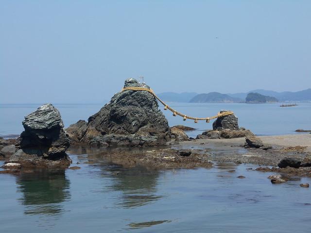 Meoto Iwa (夫婦岩)