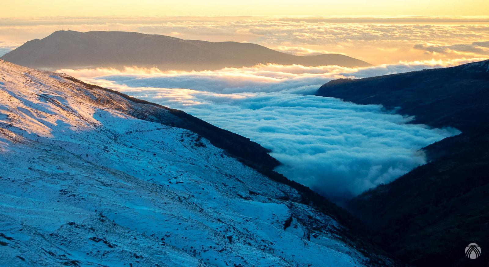 Barranco de Poqueira con mar de nubes