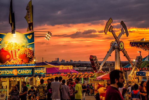 sunset people austin evening texas unitedstates dusk crowd fair amusementpark rides groupofpeople staroftexasfairandrodeo