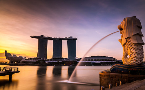 park longexposure blue light reflection water clouds marina sunrise dawn bay singapore merlion marinabaysands