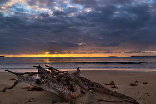 newzealand beach rain auckland nz softlight orewa morningshowers sunrisecolour wenderholmreserve