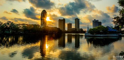 sunset sun reflection water srilanka colombo gangaramaya beautifulearth beiralake infinitexposure buddhikawijayawardhana