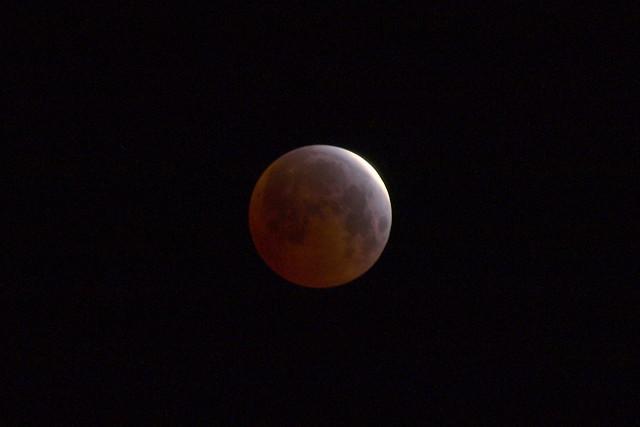 O4049914 lunar eclipse 4 44am crop 1s iso100 lightened
