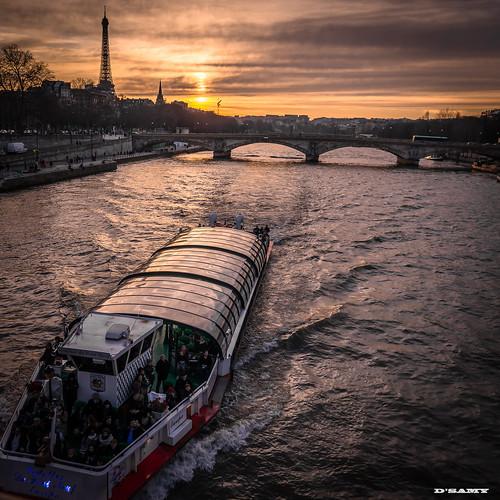 urban paris france color boat photo louvre tamron quais d610 24x36 streetshoot
