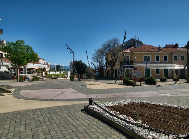 Novi Vinodolski - glavni trg pred kulom