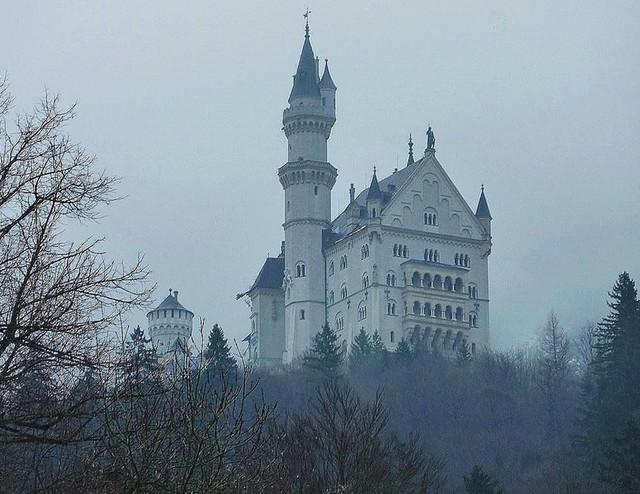 Bayern, Füssen, Schloss Neuschwanstein im Winternebel, 74415/5683