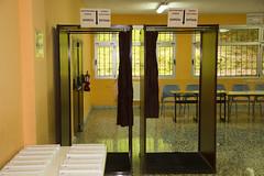 En la imagen se pueden ver las cabinas de votación del Colegio Ongarai Eskola