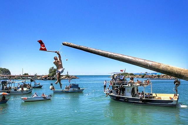 Akçakoca Denizcilik Festivali  Yağlı Direk Yarışması