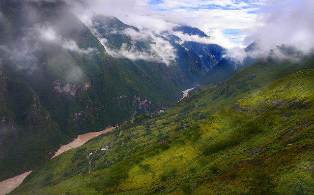 Tiger Leaping Gorge (虎跳峡), Yunnan Province (云南省), China (中国)
