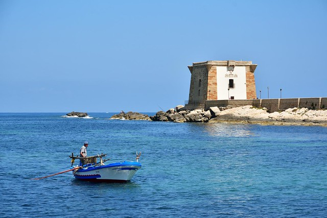 Trapani / Torre di Lygny - Fisherman come back