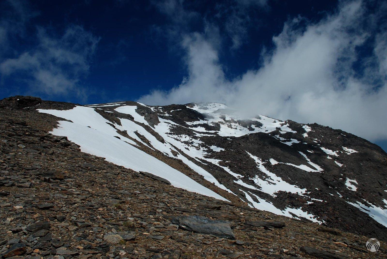 Descenso y Loma del Mulhacén desde la cuesta del resuello