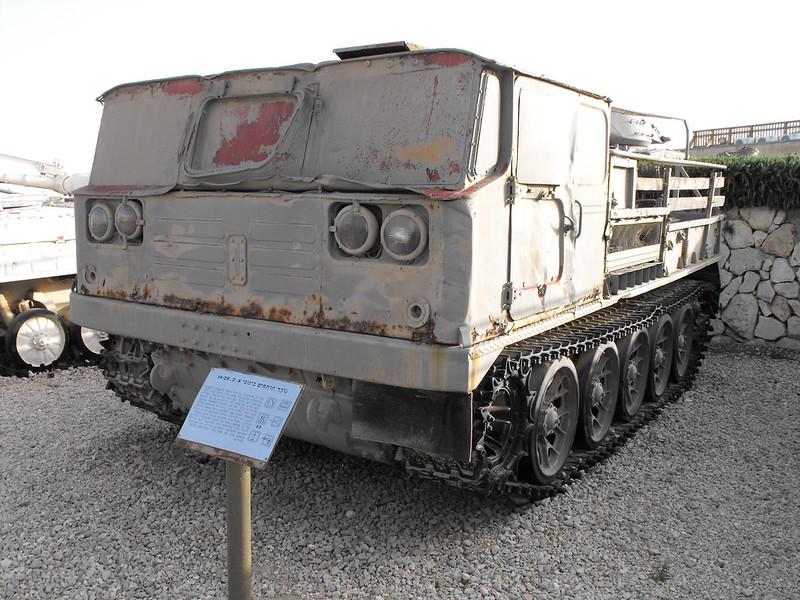 АТС-59Г артилерійський тягач 1