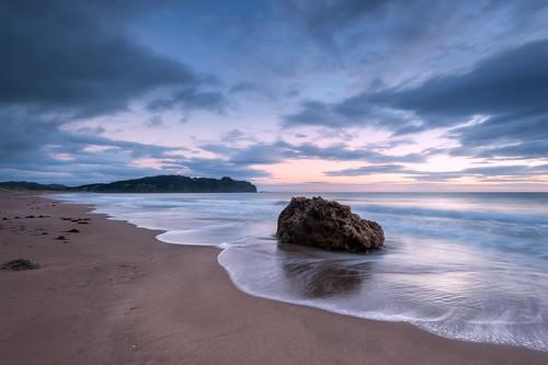 newzealand seascape rock clouds sunrise nz coromandel hahei hotwaterbeach leefilters lee09nd nkond800 nikkor160350mmf40 solmetageotaggerpro2 lee06gndsft