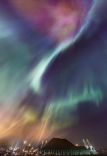 city nightphotography red sky flower green nature beautiful vertical night suomi finland stars landscape lights solar helsinki colorful kallio harbour capital central aurora nightview shape northern magical rare magnetic auroraborealis starsky originalimage revontulet solarstorm greenwaves thenorthernlights revontuli milamai northernlightsinhelsinki revontuletsuomi