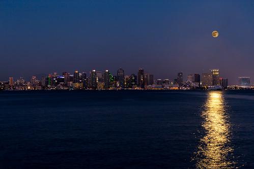 ocean california city moon reflection water skyline night us downtown unitedstates pacific sandiego fullmoon nighttime moonrise