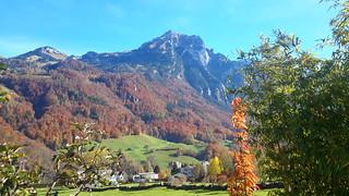 Glarus mit Schilt im Herbstkleid, Gemeinde Glarus | by Gemeinde Glarus – einzigartig vielseitig