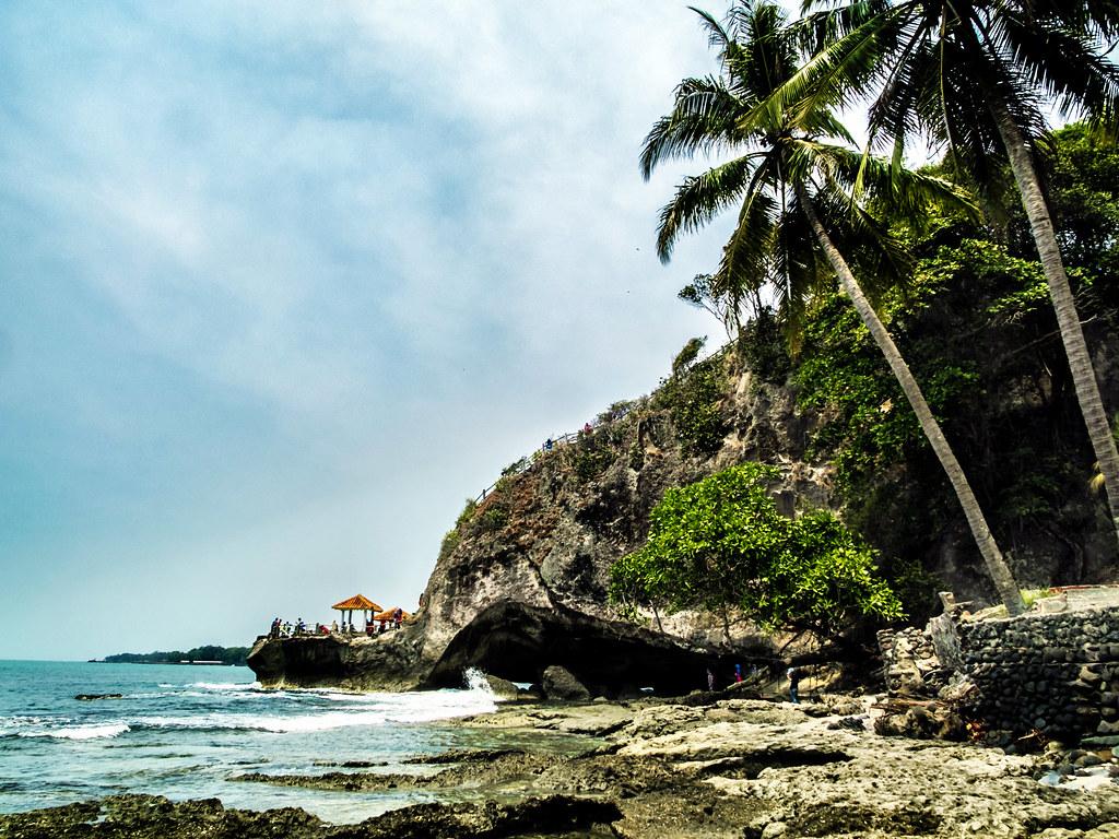 Wisata Pantai Karang Bolong pada hari Minggu   Anyer, Banten ...